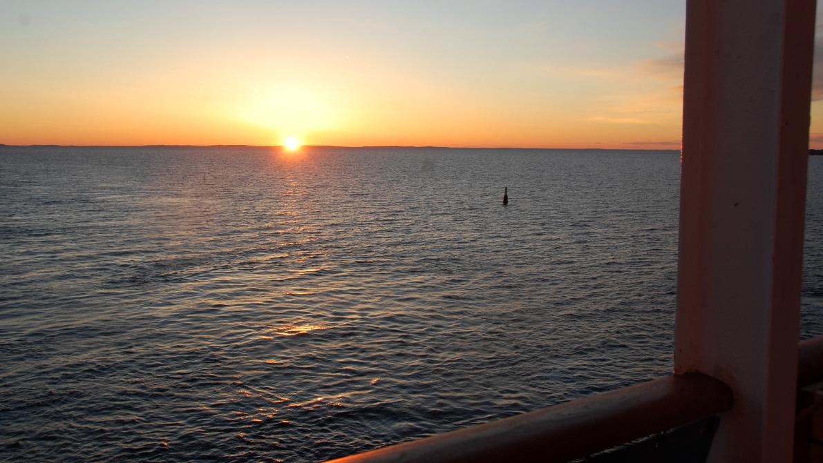 Solen sjunker över Ålands hav