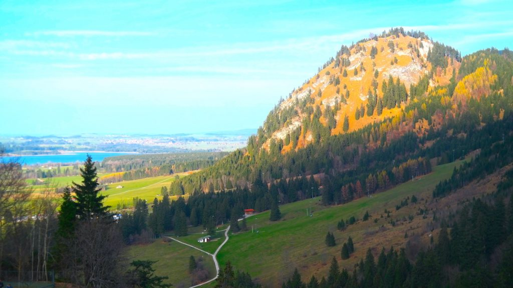 Utsikt över dalen och sjön Alat