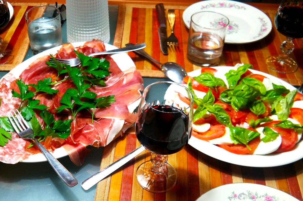 Antipasti och Valpolicella Superiore från Viviani