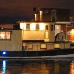 LED-belysning utåt från husbåten