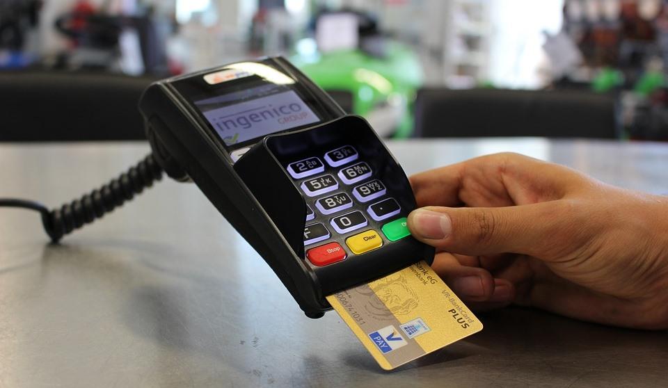 Betala med kort