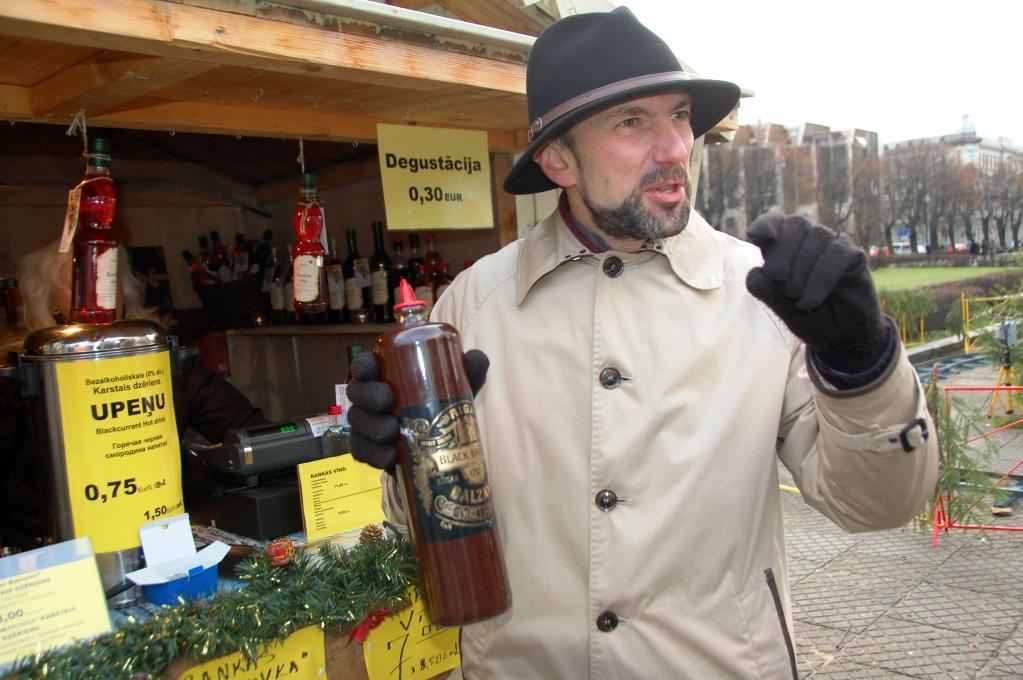 """Vår guide visar hur man dricker """"Black balsam"""""""