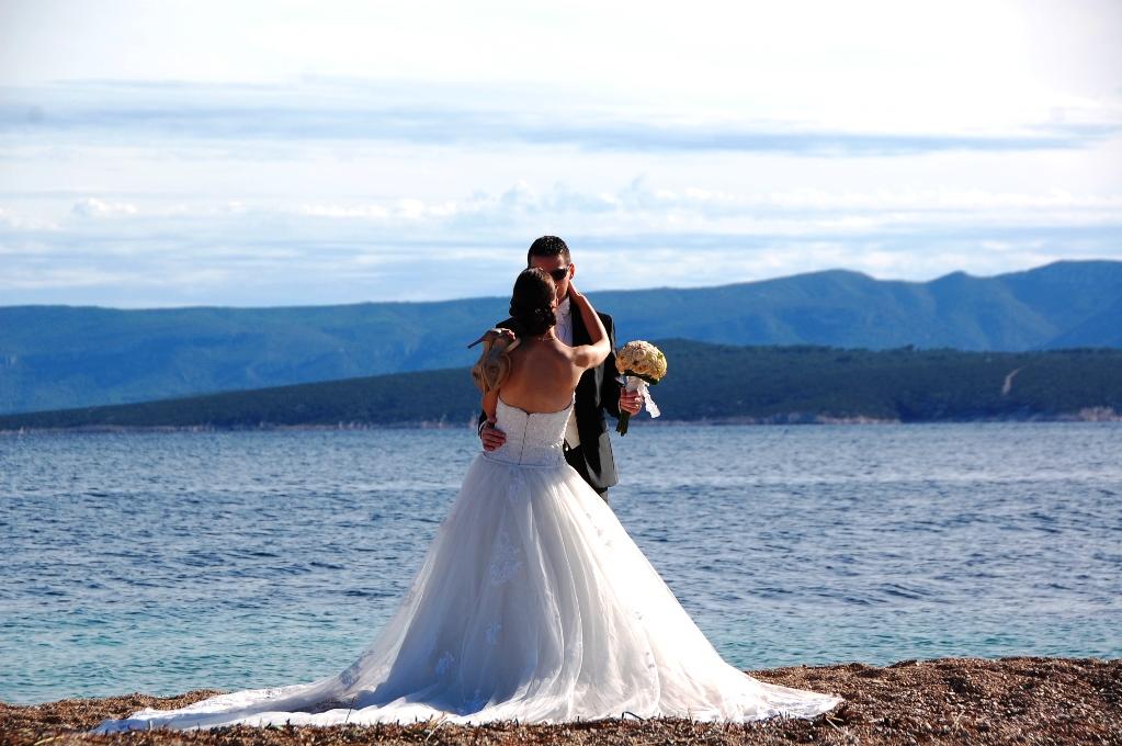 Klassiskt bröllopsfoto - kanske på en klassisk plats för bröllopsfotografier?