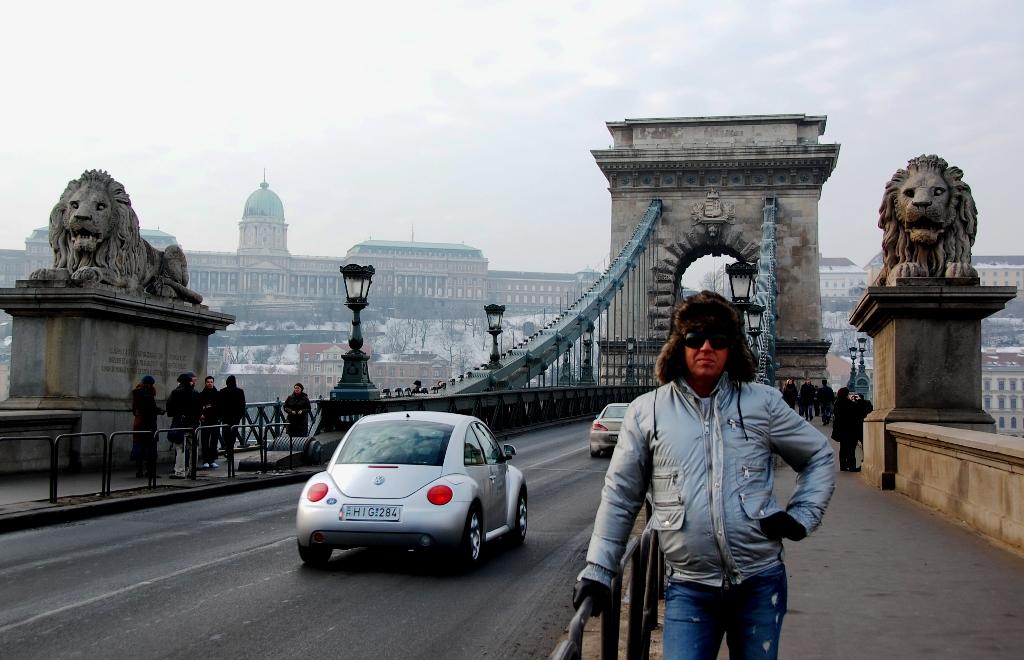 Peter på Kedjebron i Budapest
