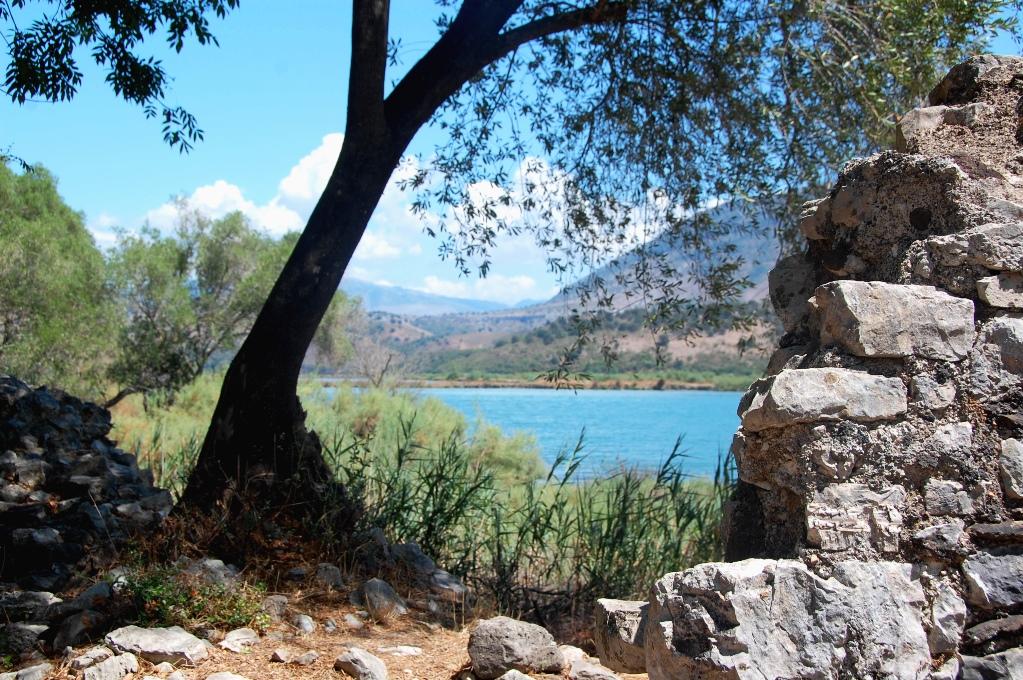 Butrint i Albanien var bebott i 3000 år och ligger vackert vid bergen och vattnet
