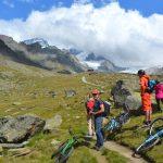 På mountainbike i Zermatt i Schweiz