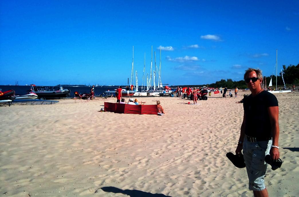 Peter på stranden i Polen