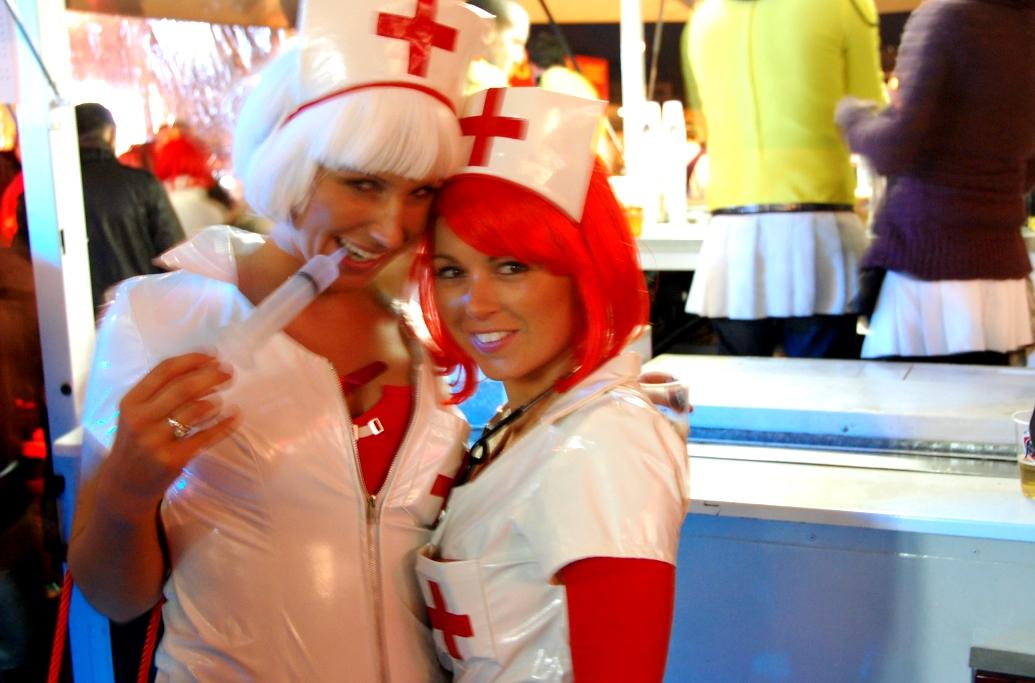 """Två """"sjuksystrar"""" på karneval i Hasselt"""