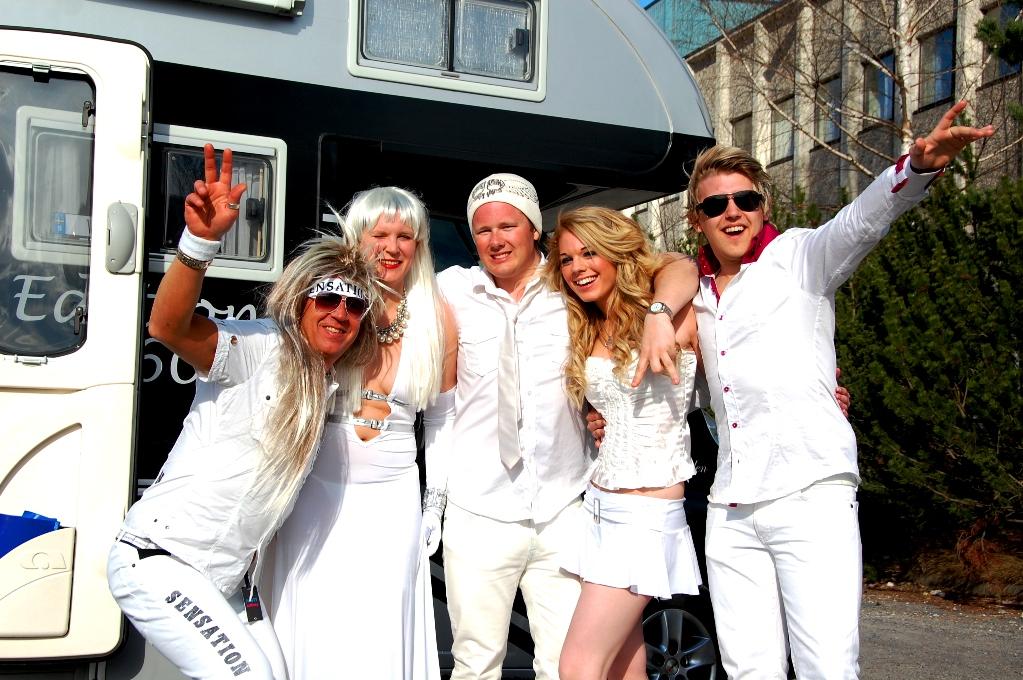 Hela gänget laddade inför Sensation White i Oslo