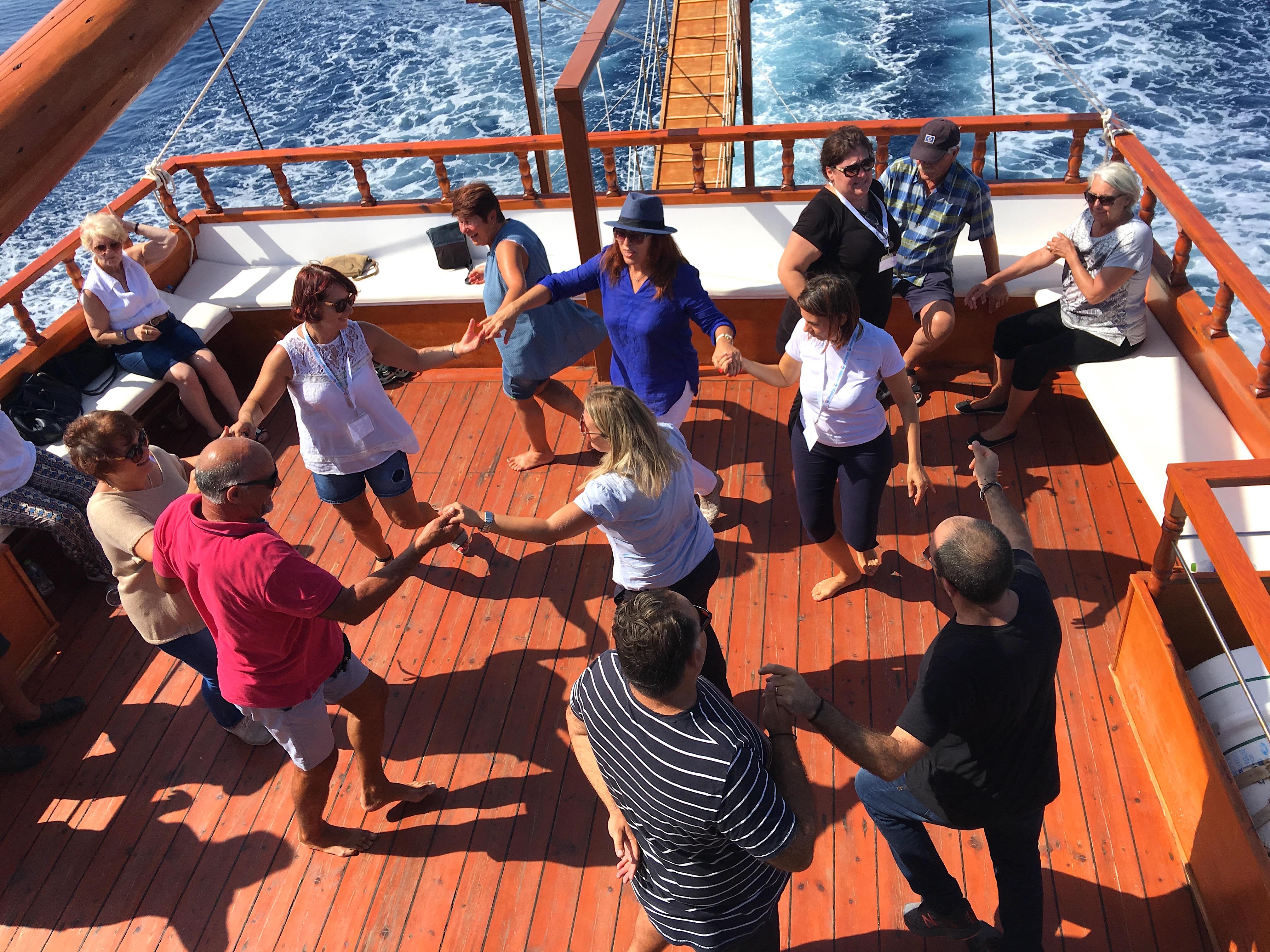 Dans på båt i Kassandra
