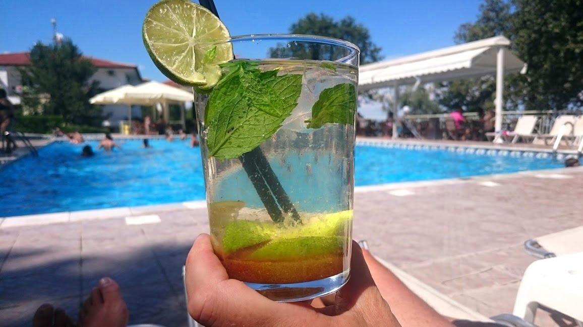 Drink vid poolen