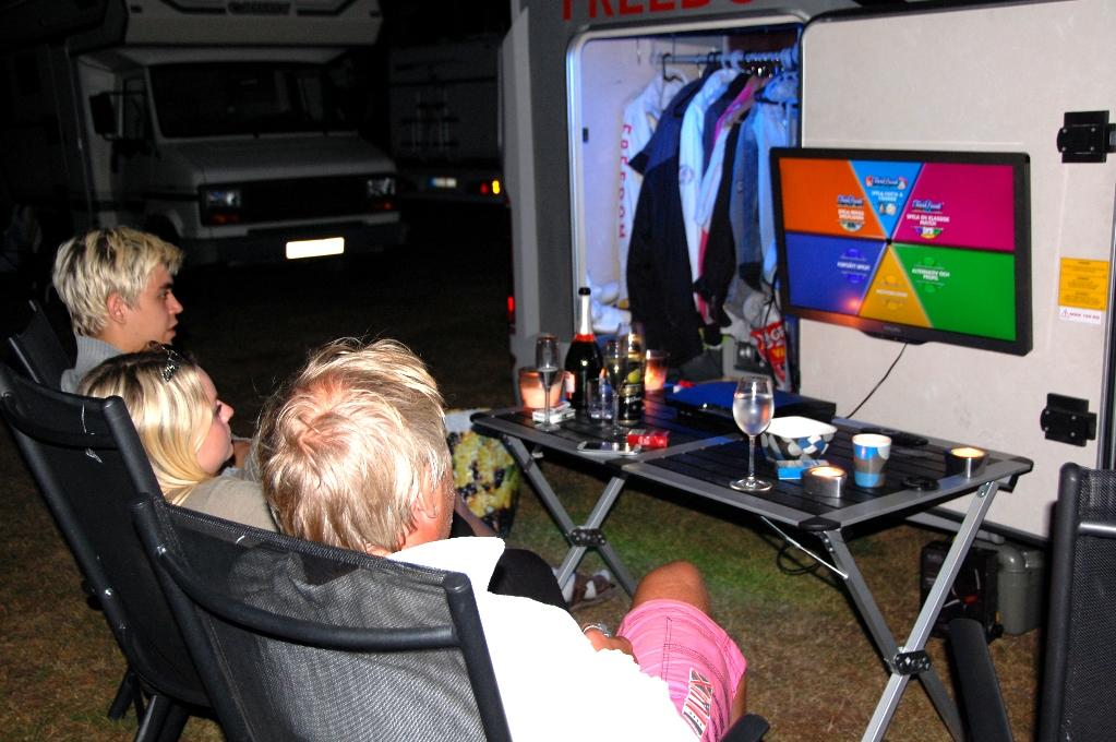 Vi spelar TV-spel i husbilen