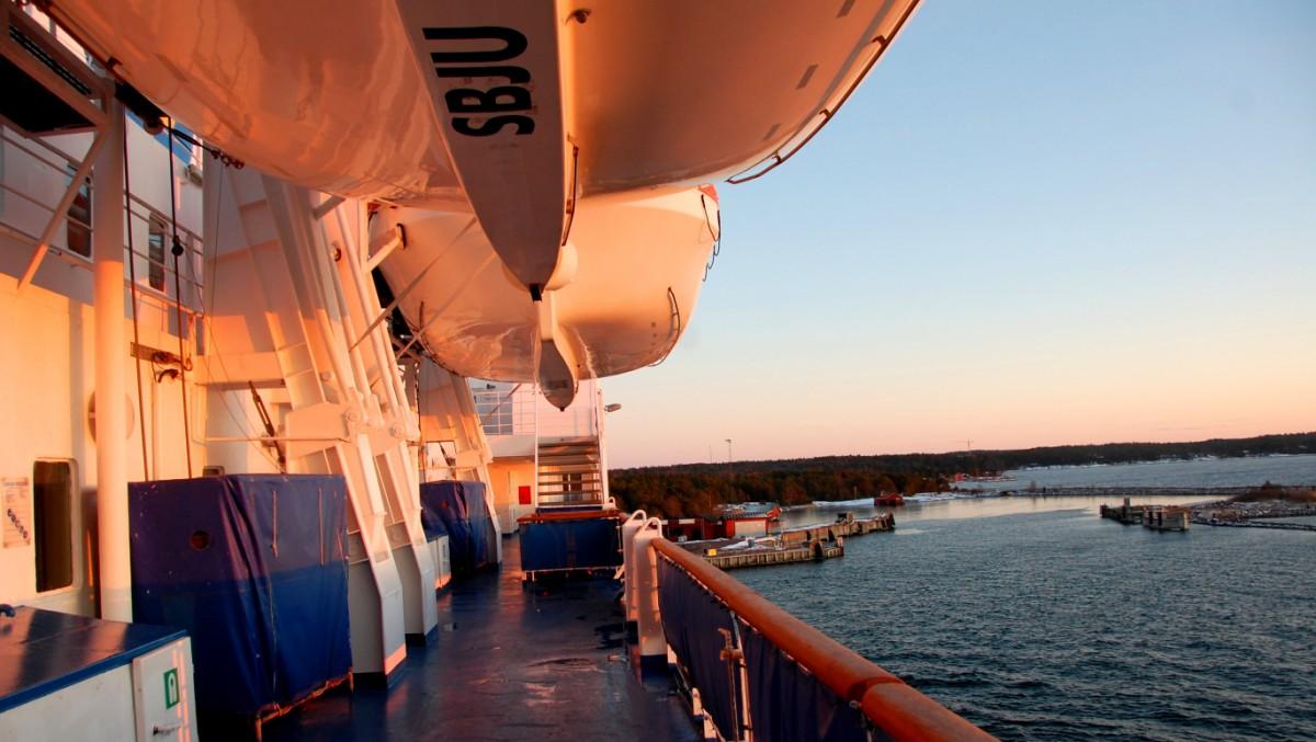 Eckerölinjen i färd med att angöra hamnen på Åland