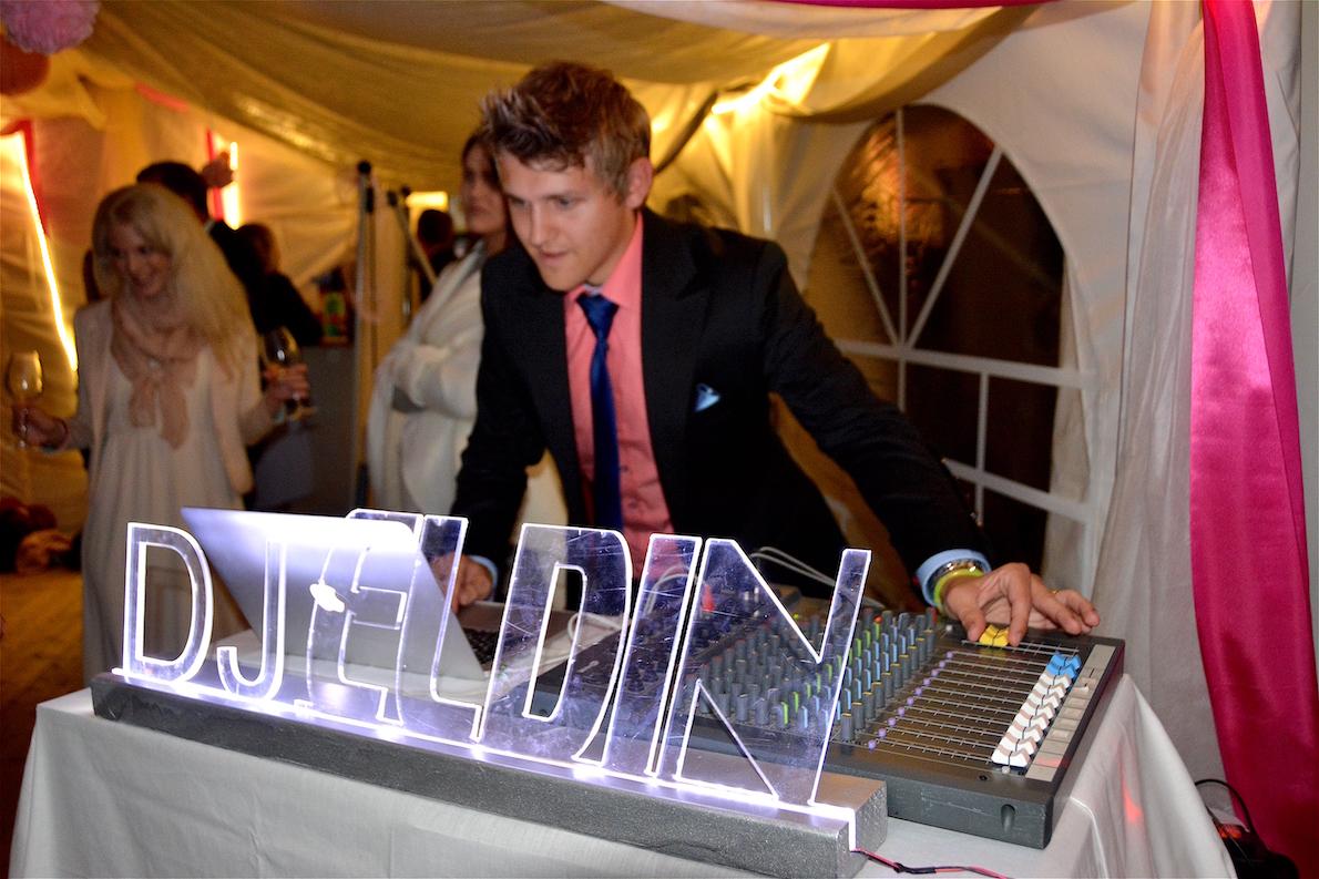 Vi erbjuder eventfotografering tillsammans med DJ till festen