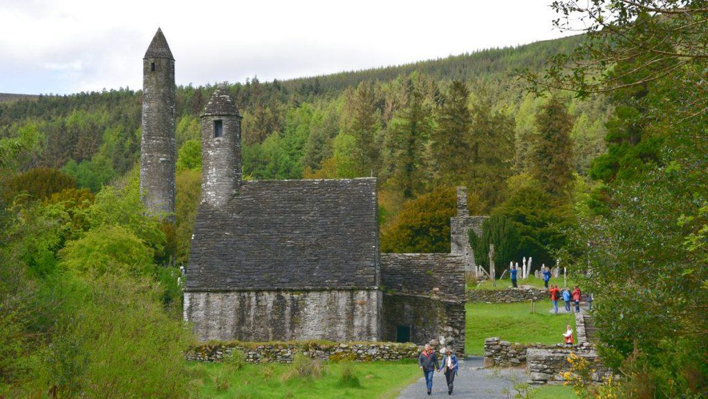 St Kevins Church i klosterbyn Glendalough