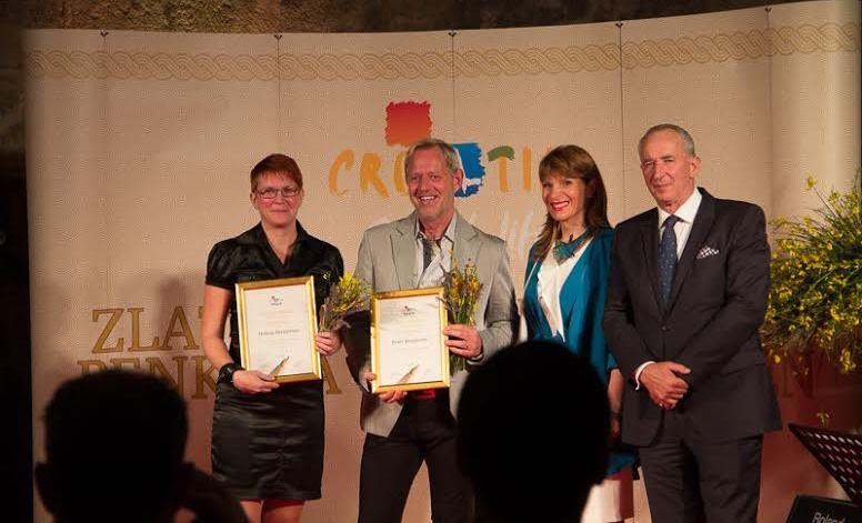 Vi tar emot diplom på Golden Pen prisutdelning i Split, Kroatien