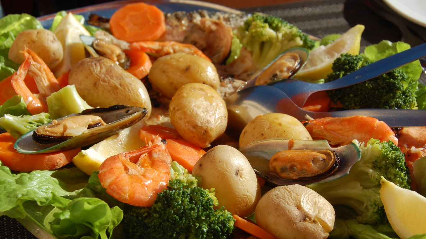 Läcker tallrik med mat från havet
