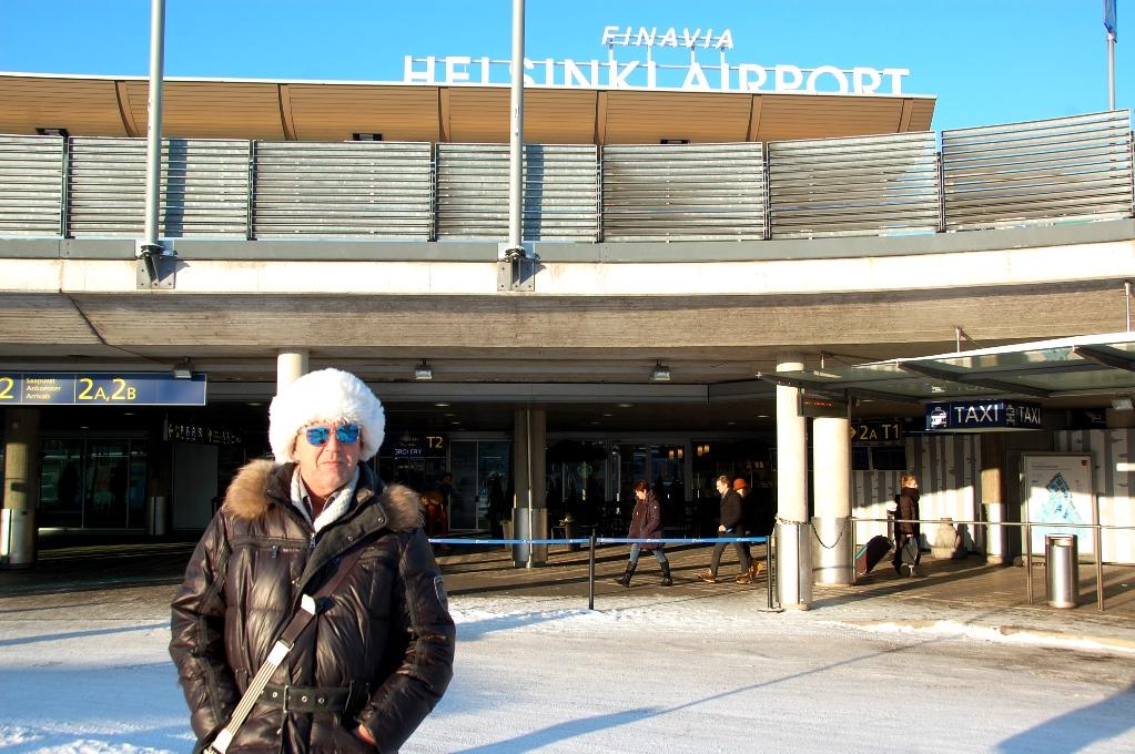 Peter i solen utanför Helsingfors flygplats