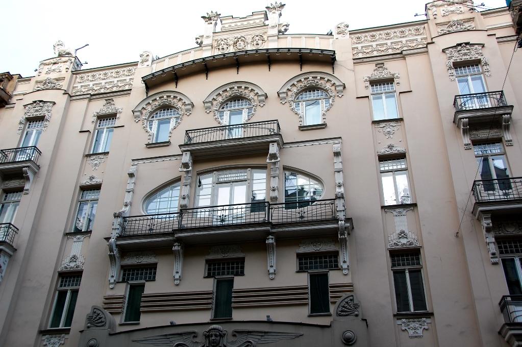 Fasad med jugendstil på Alberta street i Riga