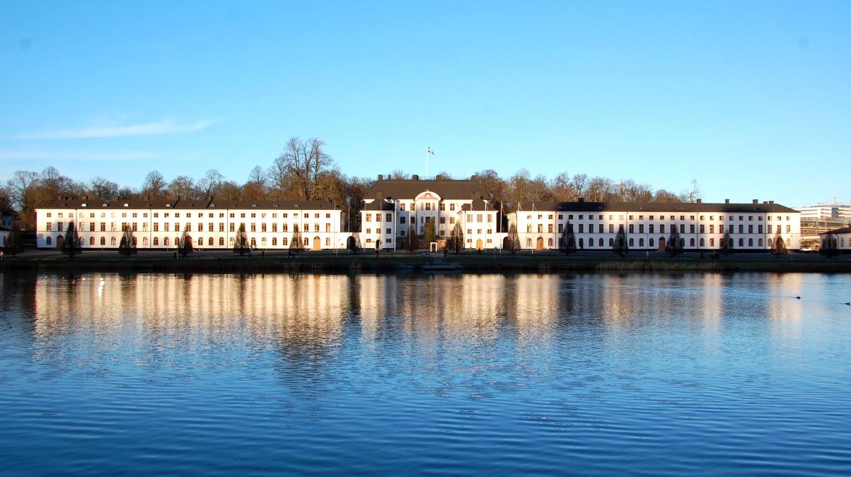 Även när jag får nytt jobb kommer jag kunna promenera till jobbet - nu intill Karlbergs slott istället för på andra sidan vattnet