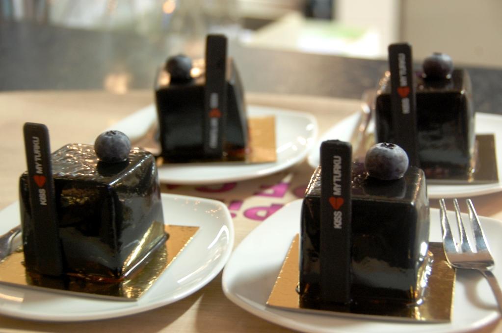 Choklad- och blåbärsbakelse på Piece of cake