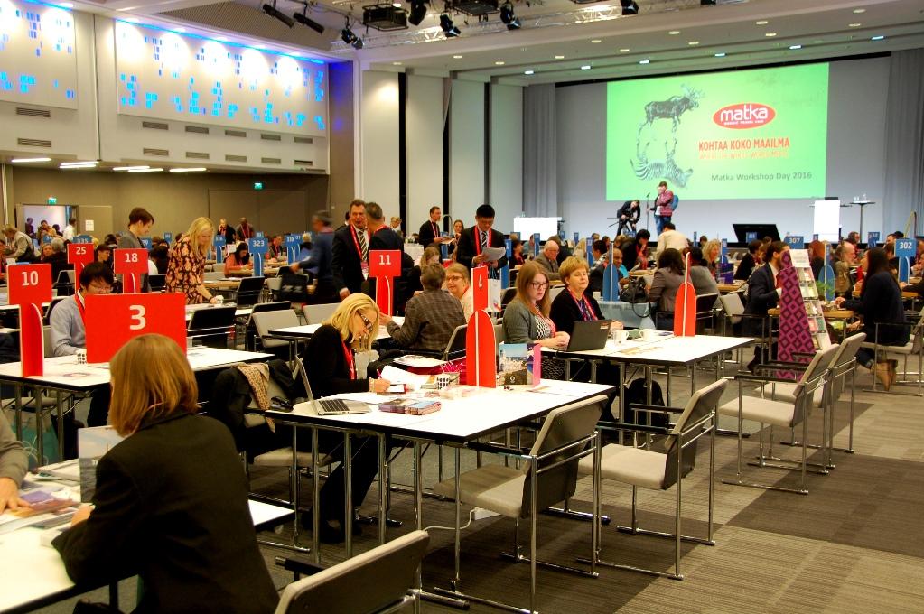 Första dagen skedde speed-dejtingen mellan företag och bloggare vid de här borden