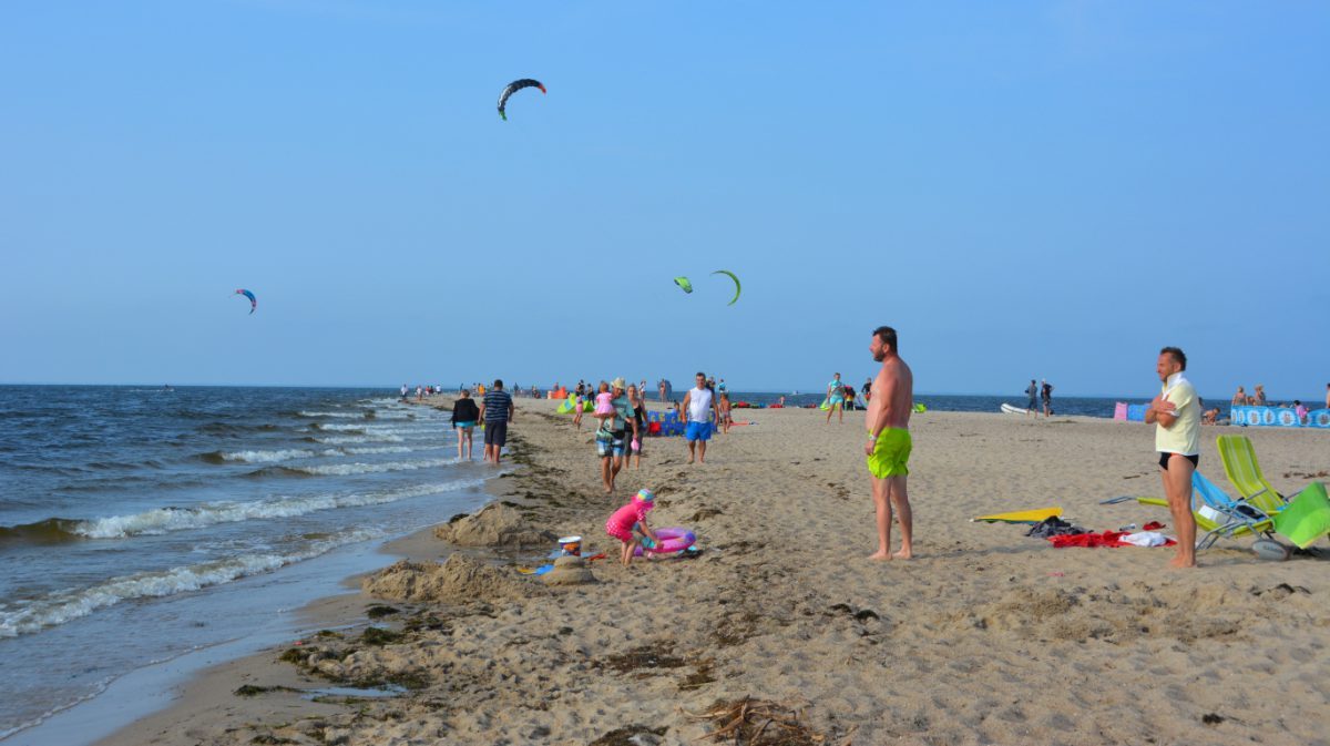 Bad och kite-surfing i Rewa, Polen