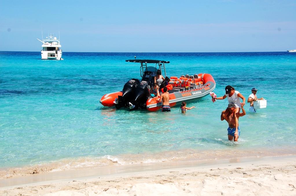På väg in från taxibåten till Saleccia beach