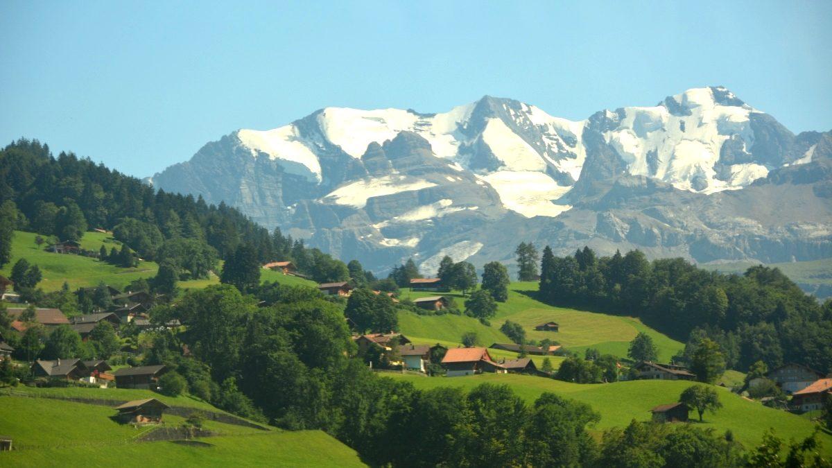 Tåg genom Schweiz