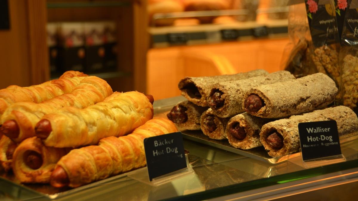 Schweizisk korv med bröd