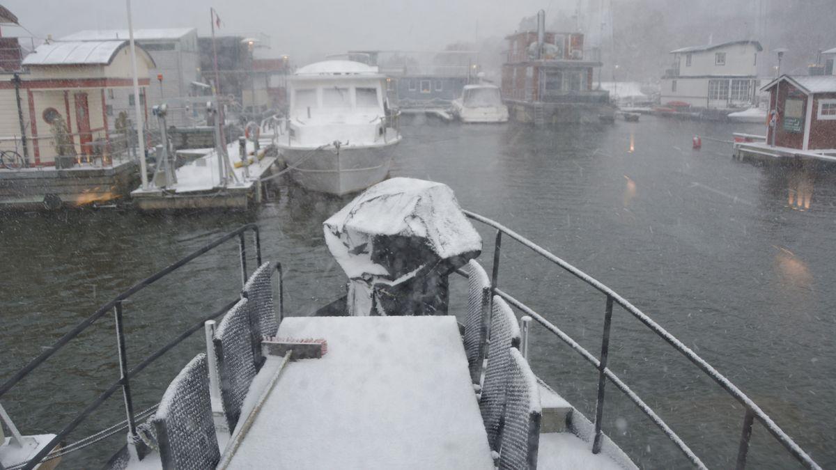 Snöstorm husbåt