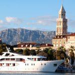 Historiska kuststaden Split i Kroatien