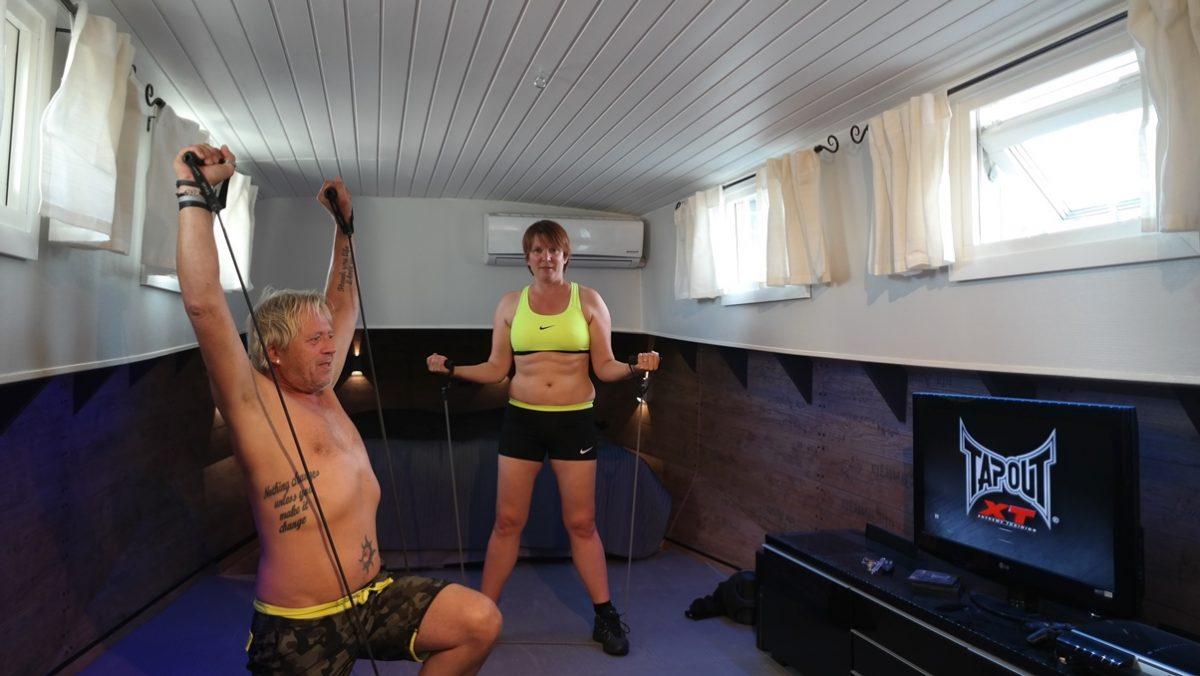 Vi har gått upp i vikt efter semestern, nu blir det träning med Tapout XT