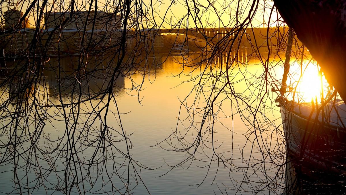 Tranebergsbron på kvällen, foto av Peter