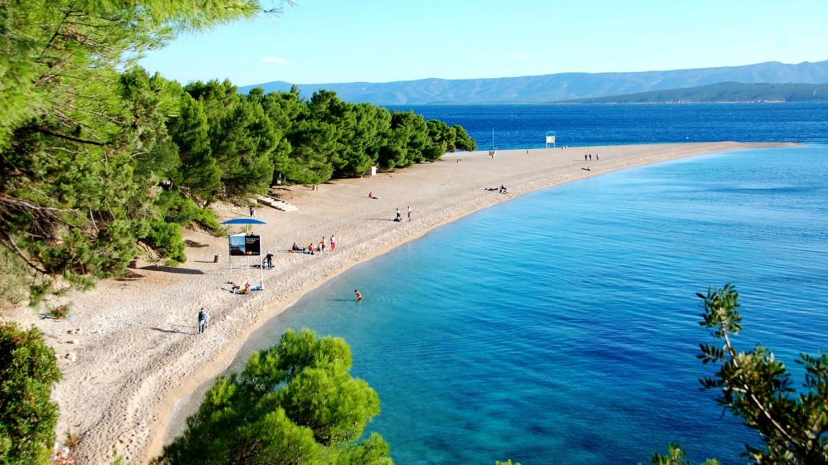 Stranden Zlatni Rat på ön Brac i Kroatien