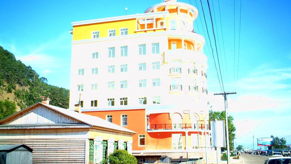 Tjusigt hotell vid Listvyanka vid Bajkalsjön