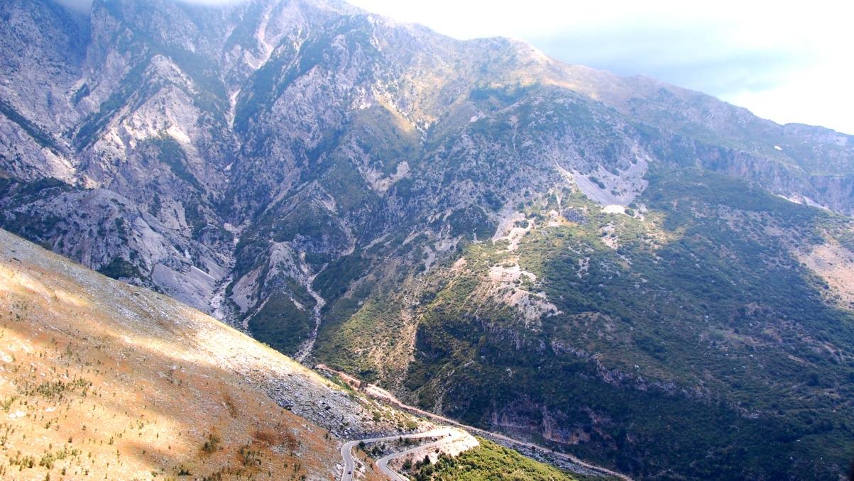 bergsväg i Albanien