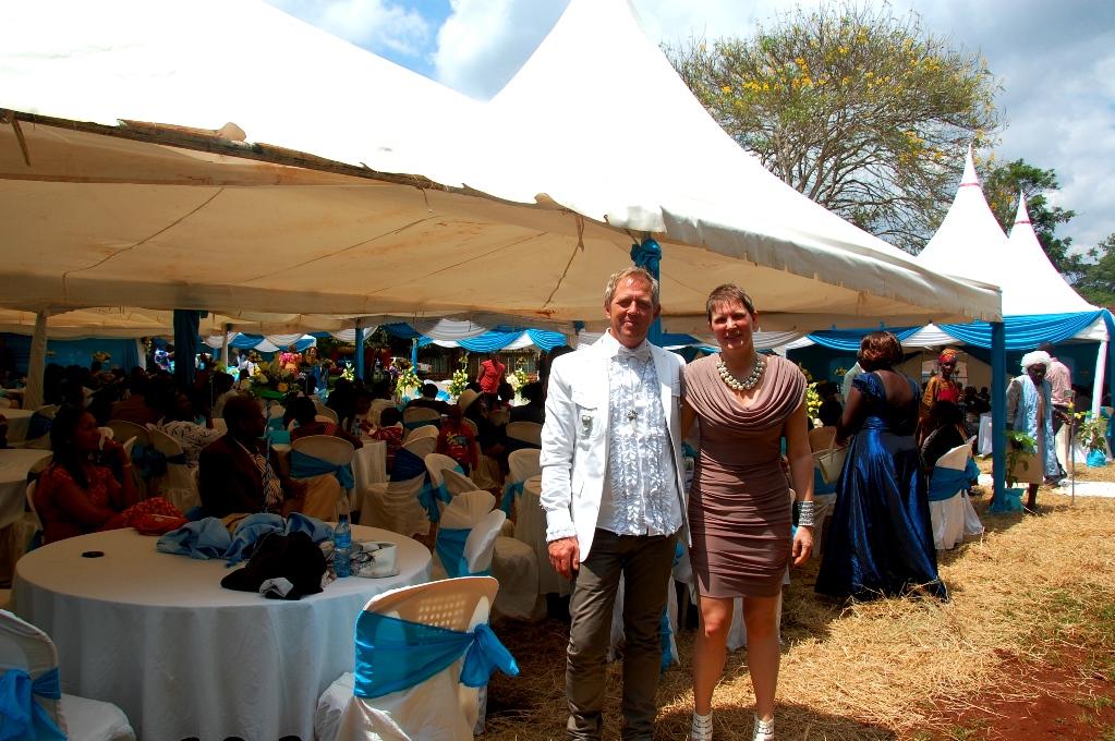 Peter och Helena på bröllop i Kenya