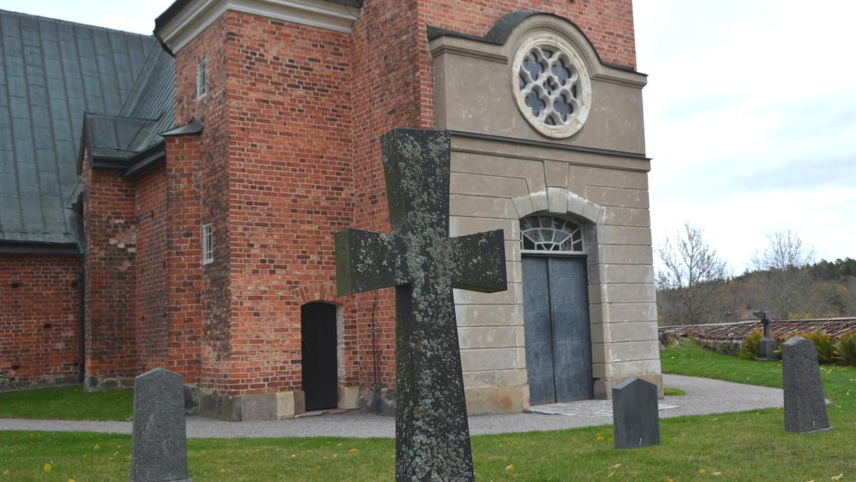 Engsö kyrka och kyrkogård