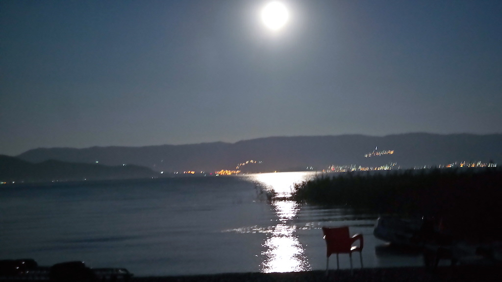 Solnedgång över Sunset camping i Struga, Makedonien