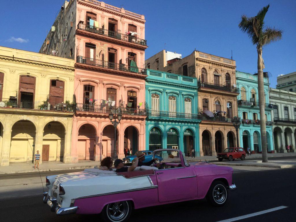 Havanna på Kuba i dess bästa form, fina bildar och färgglada hus