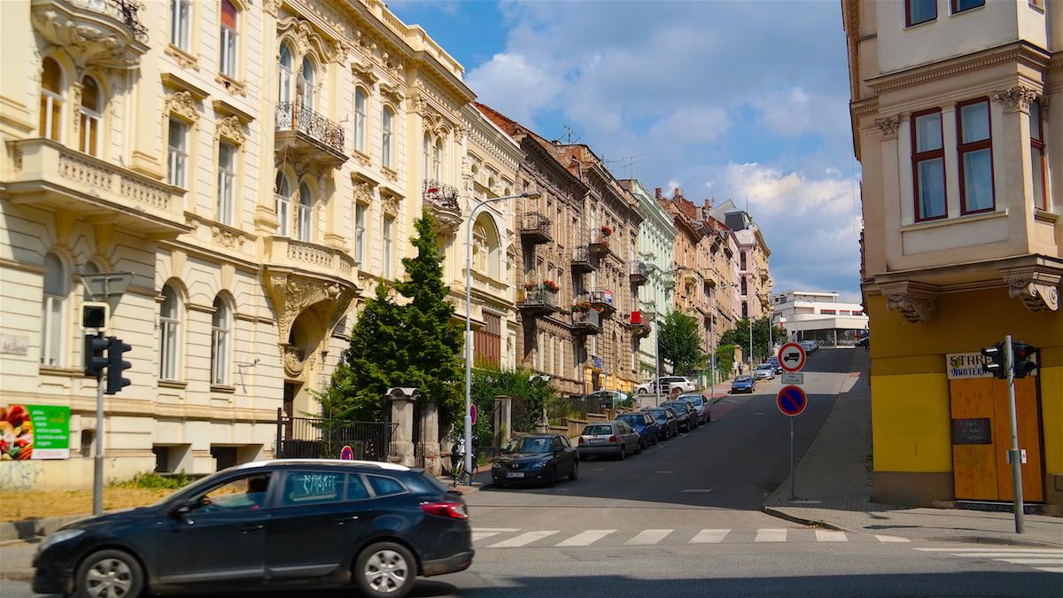 Vackra och charmiga hus i Brno i Tjeckien