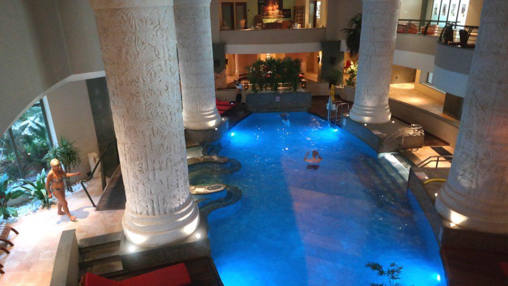 Lyxig SPA-pool på Le Meridien i St Julians