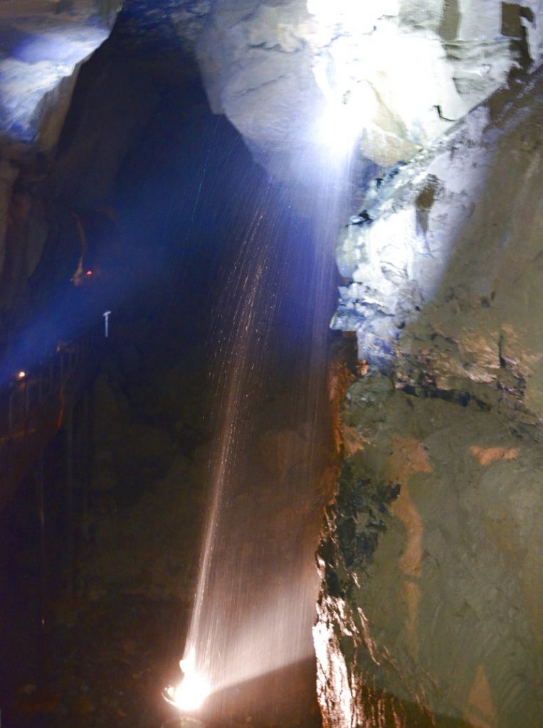 Aillwee cave vattenfall