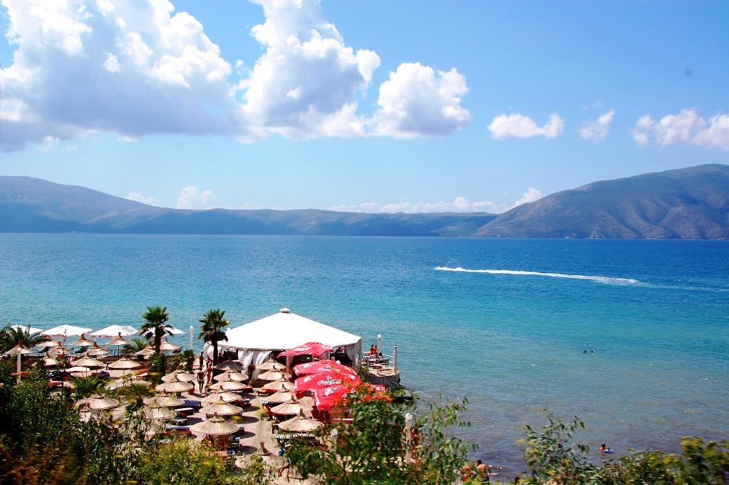 Den albanska kusten är lång och vacker