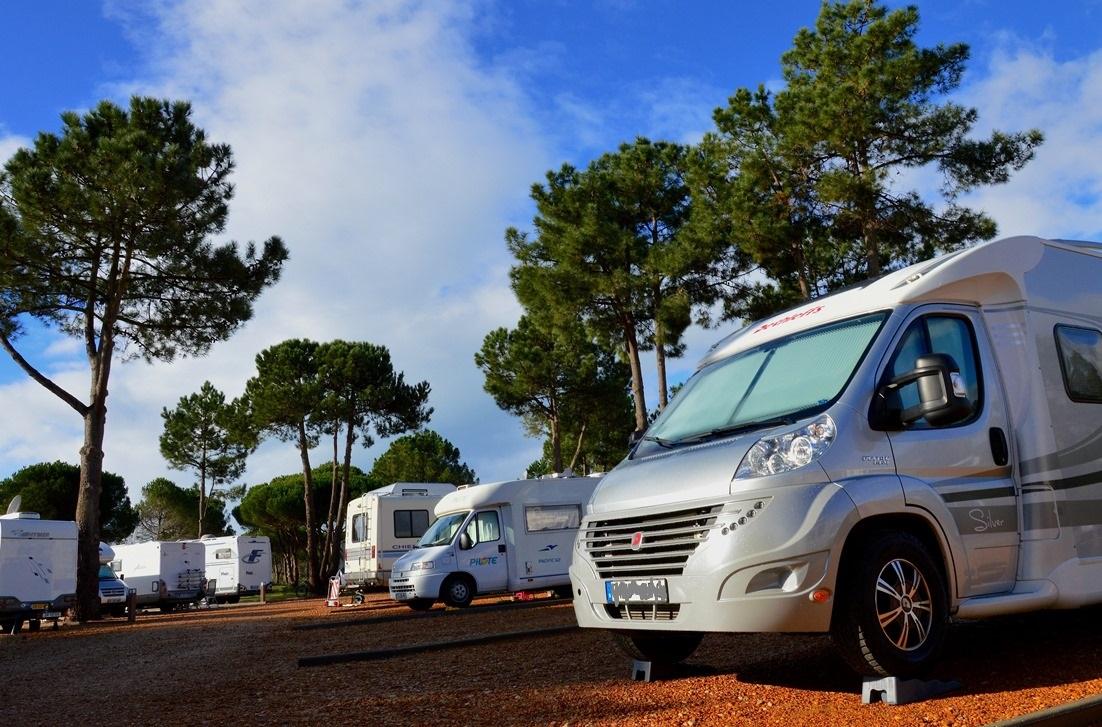 Ställplats i Falesia i Portugal, för övervintrare med husbil. Foto: Lasse Persson