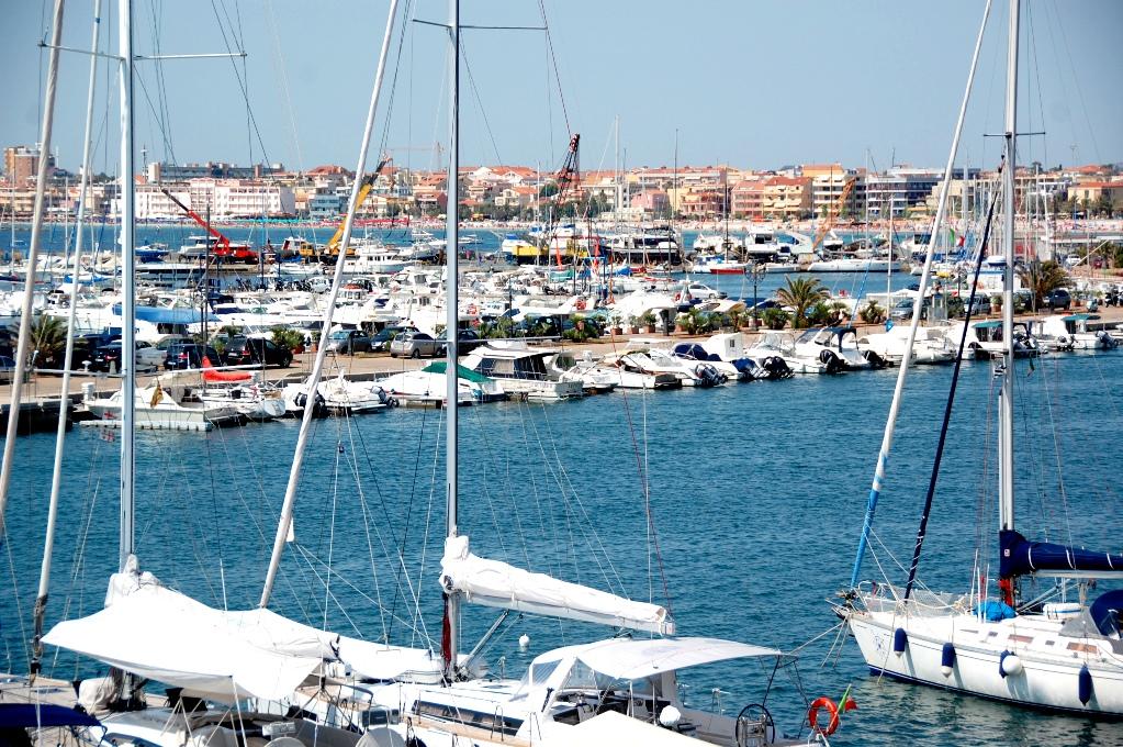 Hamnen i Alghero är också imponerande - jag fick bara med en liten bit på bilden