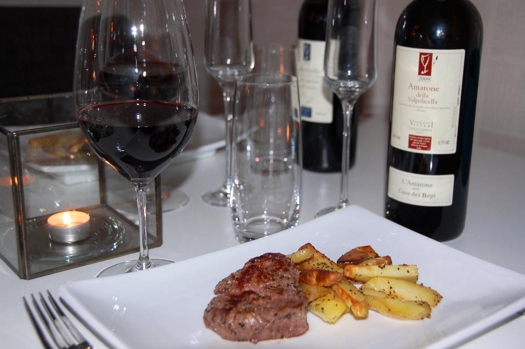 Oxfilé, ugnsbakad potatis och Amaronevin från Viviani