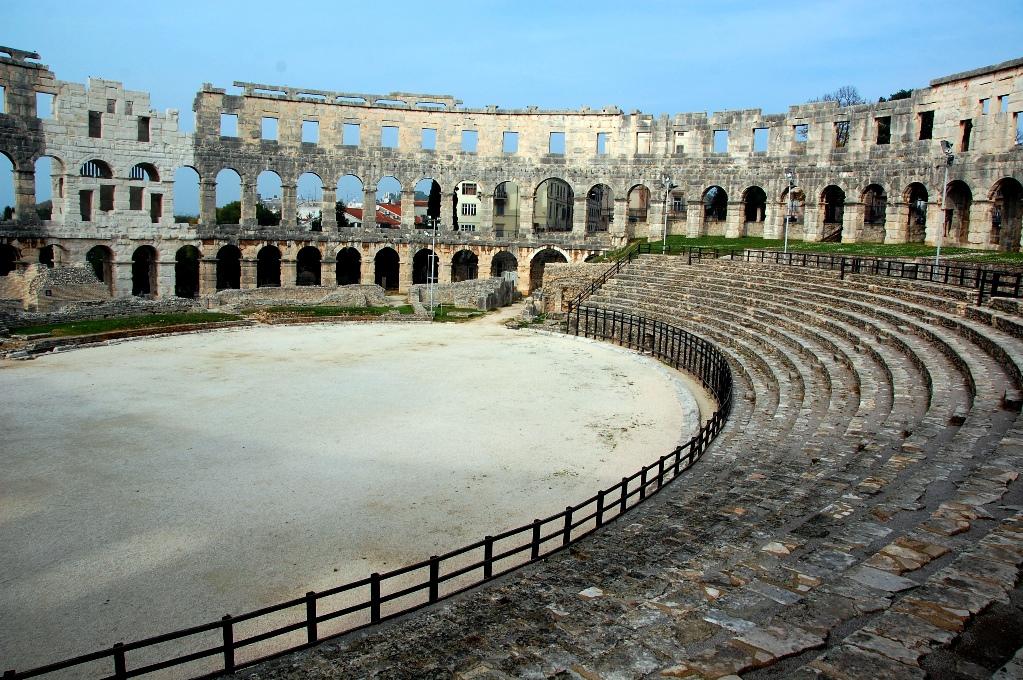Amfiteatern i Pula sedd innifrån, en arena för gladiatorer