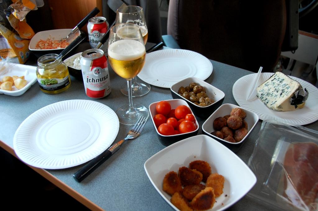 Crossover mellan italiensk antipasti och svenskt smörgåsbord - i husbilen igr